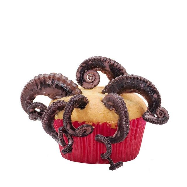 OCTOPUS CUPCAKE by Mike Jagendorf: Cupcake Rosa-Choqu, Monsters Cupcake, Cakes Kraken, Octopuss Cakes, Cupcake Bubbles, Octopuses Cupcake, Cupcake Cakes, Cups Cakes, Octopuses Cakes