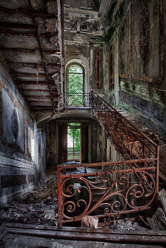 Villa Poss I abandoned buildings