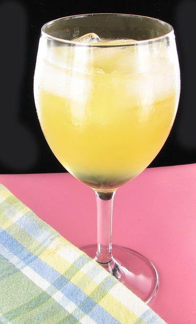 Cuban Breeze - Fresh Pineapple Juice and Amaretto - recipe: http://thegardeningcook.com/cuban-breeze/