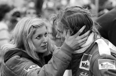 Watkins Glen F1 USGP, 1977 • James Hunt and girlfriend Jane Birbeck in an intimate moment during the race weekend.