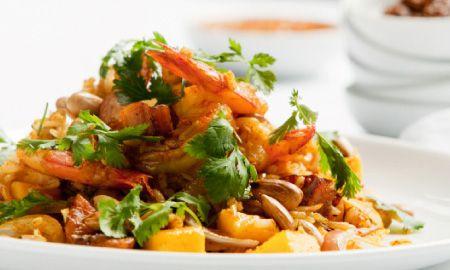 Arroz especiado preparado al estilo indio. El condimento biryani es el protagonista y le aporta color y fragancia.