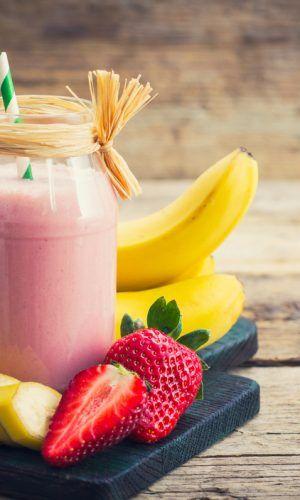 Oi, Pessoal! Muitas pessoas buscam a prática de uma atividade física com o objetivo de ganhar massa muscular, mas poucas delas sabem que alguns alimentos são essenciais e devem sempre estar alinhados à musculação. Dá só uma olhada nos alimentos...
