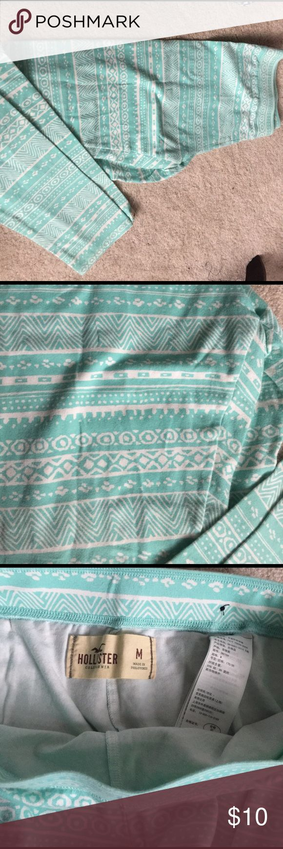 Hollister leggings! Beautiful aqua and white leggings from Hollister! Excellent condition and perfect for the spring! Hollister Pants Leggings