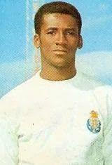 Valdir Araujo de Sousa, nasceu no dia 29 de Abril de 1941 em Salvador da Bahia; Brasil. Depois de, no início da sua carreira, ter representado o Fluminense F.C., onde realizou boas exibições e dessa forma despertou o interesse e a cobiça de vários clubes, Valdir viaja para a Europa no verão de 1963, com a cidade do Porto como destino. Ingressa no Futebol Clube do Porto na temporada de 1963/64 e manteve-se nas Antas até ao final da época de 1965/66. Conquistou por três vezes a Taça Associação…