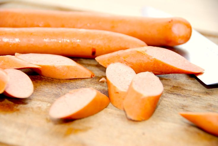 Pasta med pølser og champignon i flødesovs (nem pastaret)