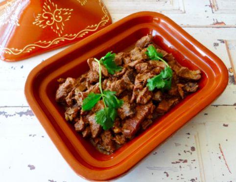 Stoofvlees tajine - Een heerlijke recept zonder groenten, maar heel veel mals en goed gekruid vlees. Perfect na een lange dag hard werken!