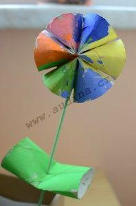 Kwiatek z rolek po papierze