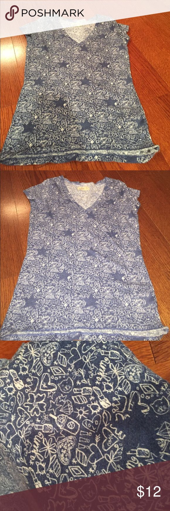 Hollister t shirt Navy blue and white designed t shirt great condition Hollister Tops Tees - Short Sleeve