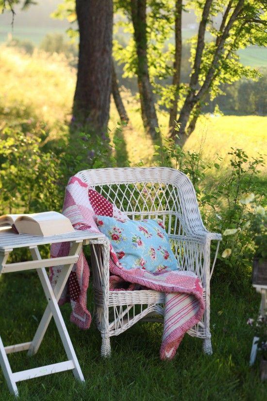 Rattan e cuscini floreali, molto molto... happy!