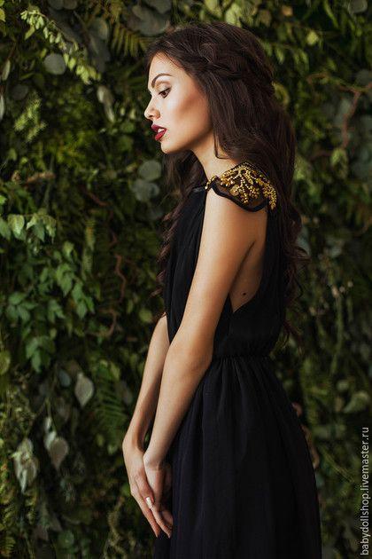 Купить или заказать Платье FW15/16 в интернет-магазине на Ярмарке Мастеров. Длинное платье из черного шелкового шифона. Немного свободный топ с завышенной талией. Глубокие разрезы до талии по бокам. Плечи из шелковой органзы, расшиты золотистыми бусинами и стеклярусом. Пышная юбка с подкладом. Платье изготавливается по индивидуальным меркам покупателя.