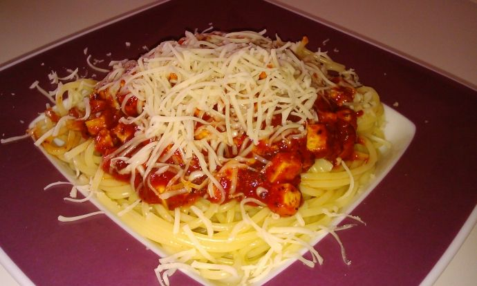 Jednoduché špagety s rajčátky a tofu