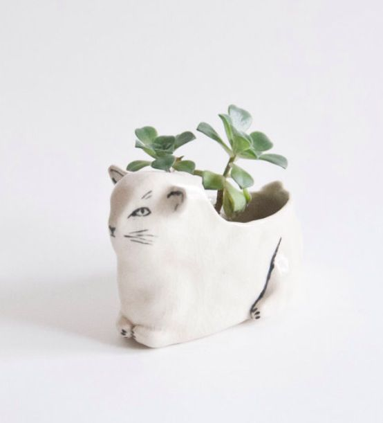 Leah Goren cat planter.