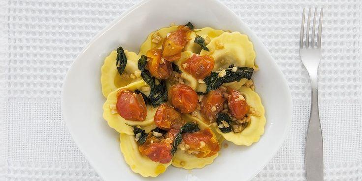 Ραβιόλι με γέμιση από μοτσαρέλα, ντομάτα και ελιές με σως olio oleo
