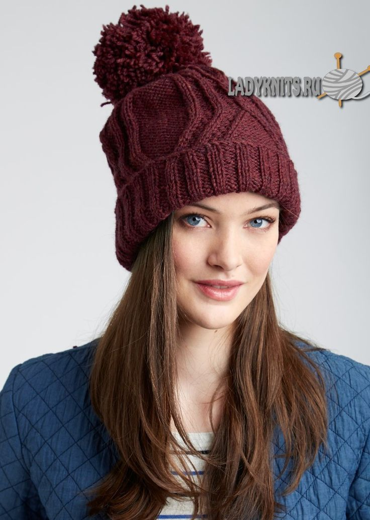 вязаная спицами стильная шапка