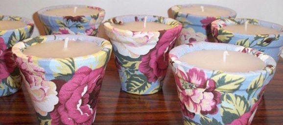 Sheila Lisak Lembrancinhas Personalizadas cria velas forradas com tecido para a lembrancinha de casamento
