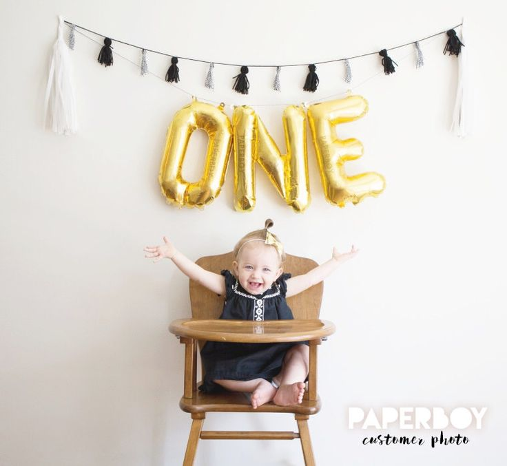 ONE Balloon Garland with Tassels Kit - First Birthday - 1st Boy or Girl Baby - Gold Letter Balloons Banner Decoration 1 - First Bday Ideas(Etsy のPaperboyPartyより) https://www.etsy.com/jp/listing/261138638/one-balloon-garland-with-tassels-kit