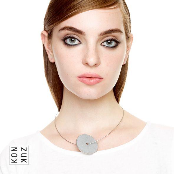 KMp248 Discus Concrete Necklace