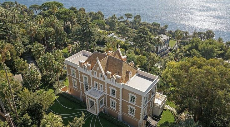 Visit this beautiful #castle with a unique view of the #sea of #Cannes. #luxuryhomes #luxurylifestyle #billionaire #France #view #exclusive
