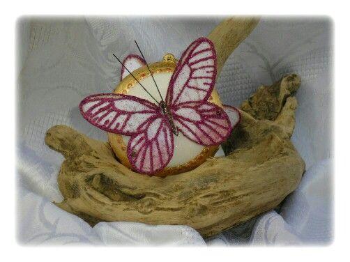 Med. Con farfalla grande fucsia 2˚
