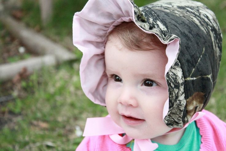 baby girl camo Bonnet, Mossy Oak baby Bonnet, baby girl bonnet. $25.00, via Etsy. I think my mom would kill for this...lol
