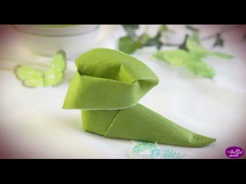 Loisirs créatifs pour les enfants : Le chausson de lutin Fiche ici : http://www.labelleadresse.com/loisirs-creatifs/pliage-serviette-chausson-lutin.html Réal...
