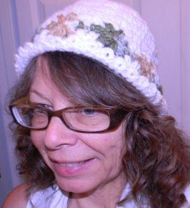 Perenni Crocheted Hat, Free Pattern: Crochet Flowers, Perenni Crocheted, Crochet Projects, Free Pattern, Crochet Hats, Knitted Hats, Yay Crochet, Crocheted Hats, Needle Work