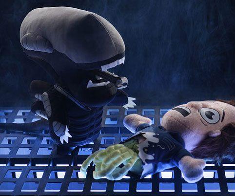 aliens-xenomorph-plushie