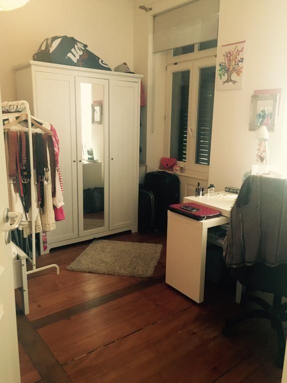 Praktische Einrichtungs-Idee: WG-Zimmer mit Kleiderstange, Schreibtisch und Kleiderschrank. WG-Zimmer in Freiburg. #Wohngemeinschaft #WG