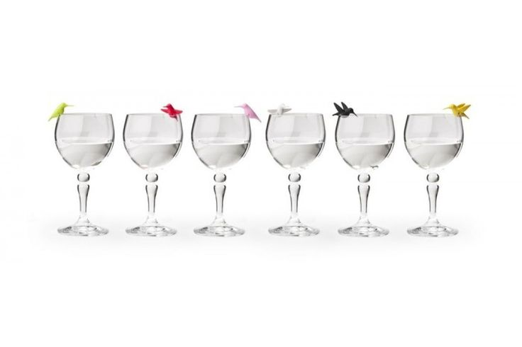 Bird Glass Markers van Qualy Vrolijke vogeltjes die op je glas naar je drankje aan het loeren zijn. Ontzettend leuk tijdens een etentje of een feestje. #glasmarkers #cadeau #moederdag #sinterklaascadeau #kerstcadeau