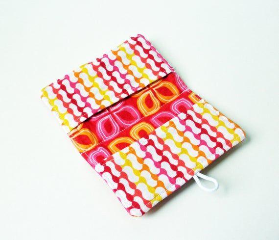 Red Crazy Daisy Mod Pod Fabric Business Card Holder, with Fuchsia Crazy Daisy Link – Credit Card Hol