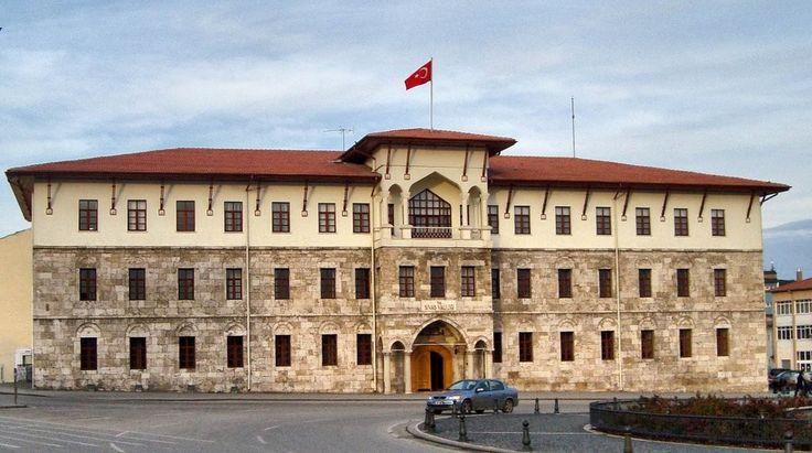 Sivas- Atatürk Kongre ve Etnoğrafya Müzesi 1892 yılında Sivas lisesi olarak yaptırılan ve 1981 yılına kadar Sivas Lisesi olarak kullanılan tarihi binada açılmıştır.