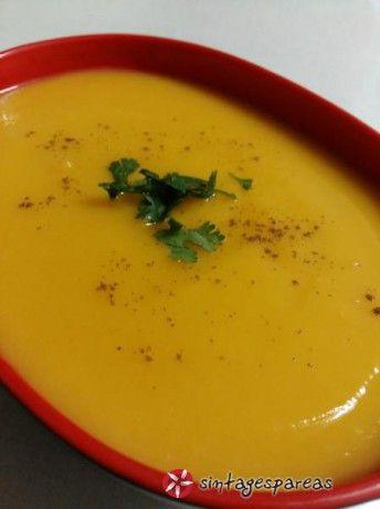 Μια πολύ νόστιμη σούπα με βάση το κόκκινο κολοκύθι σύν κάποια απλά υλικά και όμορφη, διαφορετική γευση. Το τζίντερ δίνει μια έξτρα αίσθηση στον ουρανίσκο προσφέροντας ταυτόχρονα και τις θεραπευτικές του ιδιότητες. Απολάυστε την
