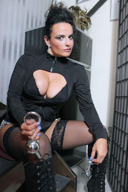 Lady Alina - Studio Revolution: Neueste Fetisch Domina Bilder - Lady Alina