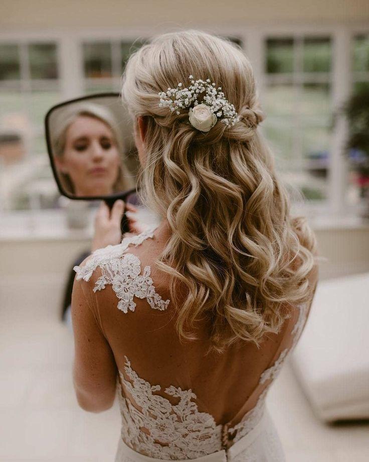 40+ atemberaubende Hochzeitsfrisuren, die ein Mädchen braucht Frisuren, Frisuren für med …   – Bridal Hair Style