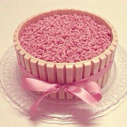 White Kit Kat cake,bicho de pé maybe