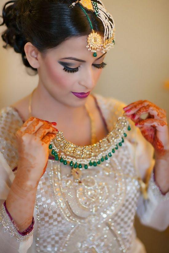 Great and unique color combination for a bride.