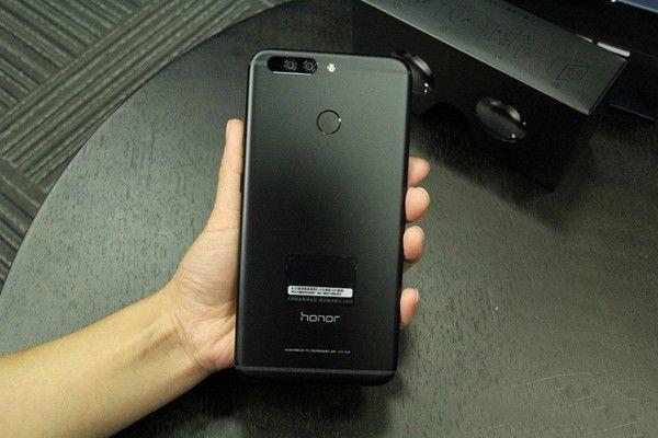 Honor Note 9 : une première photo de la phablette montre un double capteur arrière - http://www.frandroid.com/marques/honor/420376_honor-note-9-une-premiere-photo-de-la-phablette-montre-un-double-capteur-arriere  #Honor, #Marques, #ProduitsAndroid, #Rumeurs, #Smartphones