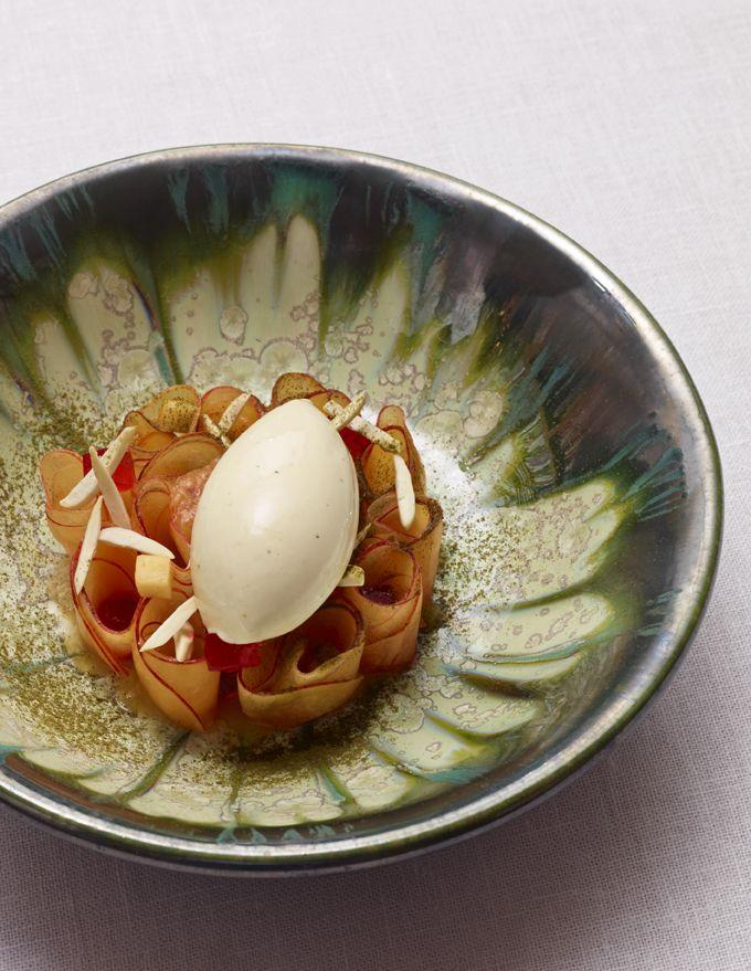 Fleur de pêche gelée de groseille-framboise / glace verveine - Peach flower redcurrant-raspberry jelly / verbena ice cream ©Stéphane de Bourgies