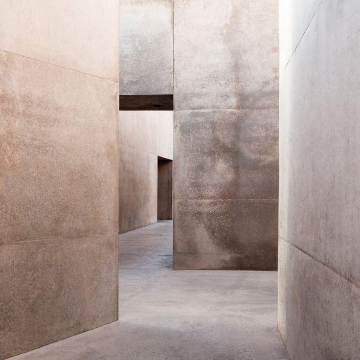 """Fördelen med släta väggar är att ögat inte """"fastnar"""" på dem, det blir mjukare på något sätt."""