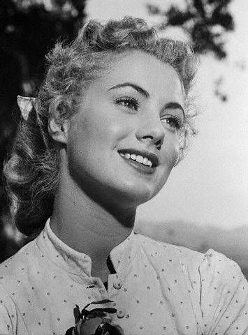 Shirley Jones, gorgeous as always. I looked up to her so much when I was little