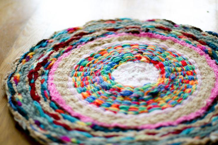 flax & twine | craft + diy: Woven Finger-Knitting Hula-Hoop Rug DIY