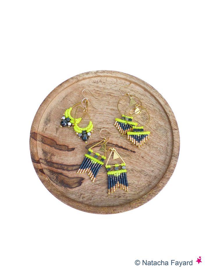 Mini macramé et miyuki delicas - boucles d'oreilles tissées à la main, couleurs : jaune fluo, gris hématite et doré. Création © Natacha Fayard