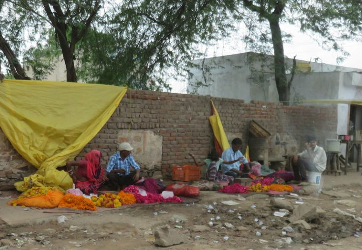 Flower sellers in India  // India with kids - Blog post // Paint Sew Glue Chew