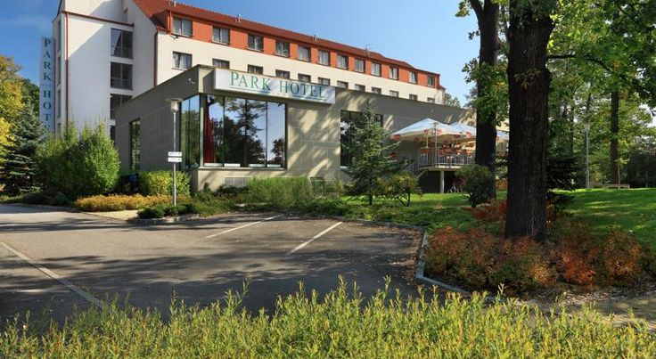 Parkhotel Hluboka Nad Vltavou Hluboka Nad Vltavou The modern Parkhotel Hluboká nad Vltavou can be found only 300 metres from the very centre of the city and offers you up-to-date equipped rooms, fitness and conference facilities.