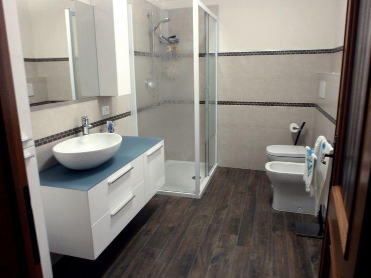 Oltre 25 fantastiche idee su bagno con mosaico su - Striscia di mosaico in bagno ...