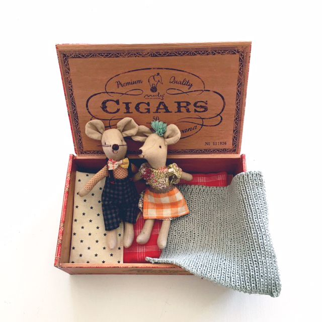 17 best images about cigar box crafts on pinterest for Cigar boxes for crafts