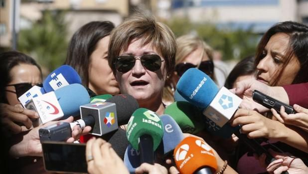 La madre de Cristina Arce, una de las fallecidas, ayer, en Madrid