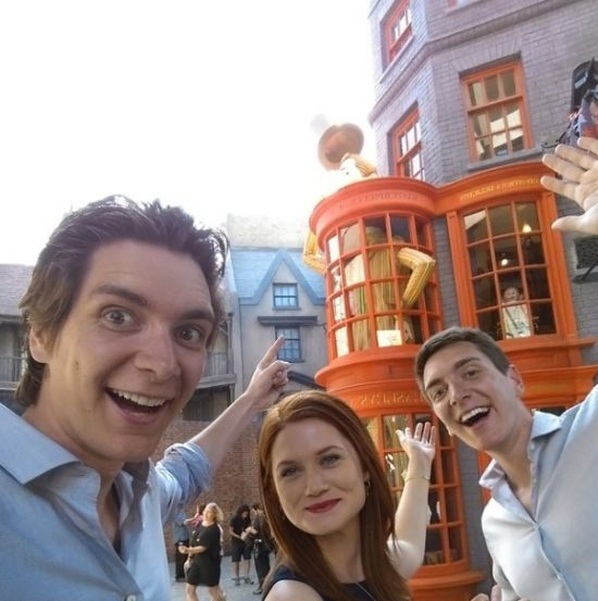 PHOTOS: Harry Potter actors tour Diagon Alley as Universal Orlando shows off Wizarding World food, drinks, and attractions
