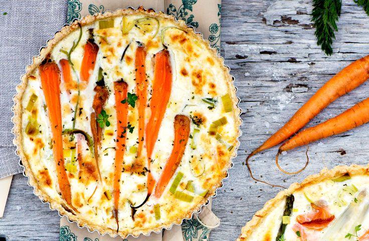 Recept på morots- och fetaostpaj. Experimentera gärna med att byta ut morötterna och purjolöken mot andra favoritgrönsaker.