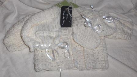 Nytt heklet hentesett - babysett, lue, sokker og jakke